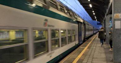 Anche di domenica, treni in forte ritardo. L'intercity per Milano bisogna aspettarlo 4 ore