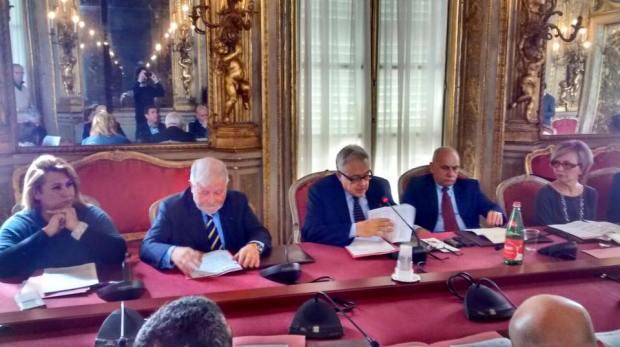 Da sinistra: Ilaria Mussini (Ascom), Cino Negri (Confartigianato), Paolo Odine (presidente della Camera di Commercio), Giacchetta (Cna), Patrizia De Luise (Confesercenti)