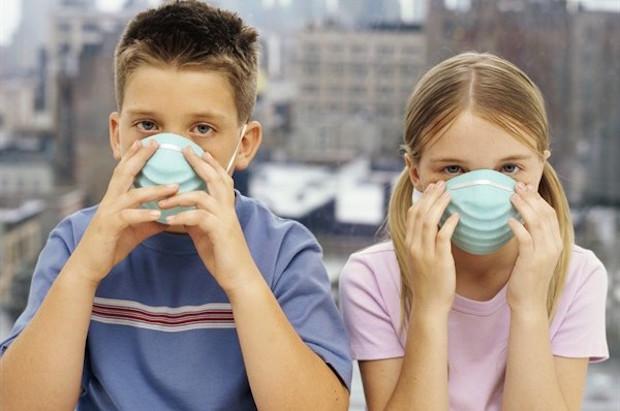 bambini maschera inquinamento