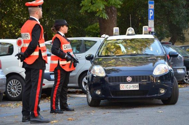 Professionista quarantaseienne insulta i carabinieri a un posto di controllo. Denunciata
