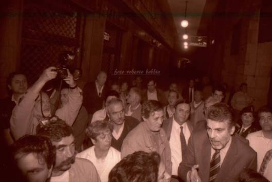 Una manifestazione degli anni '90. Dietro il questore Carnimeo si vede una giovanissima Alessandra Bucci, oggi dirigente delle Volanti