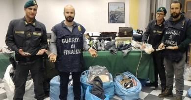 Il black friday della guardia di finanza: sequestrati due lavoratori di false griffe e 24mila articoli contraffatti