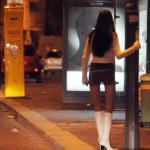 Rapina violenta a una prostituta, l'autore tradito dalla festa di compleanno. Arrestato dalla polizia