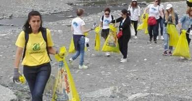 """Legambiente lancia la campagna """"Spiagge e fondali puliti"""". A Genova iniziative presso la spiaggia alla foce del Bisagno e a Vernazzola"""