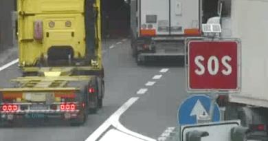 Camion coi freni inchiodati in autostrada, chiusa la rampa di via Mellen