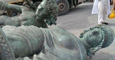 La statua di Raffaele De Ferrari lunedì torna a guardare il mare dalla rotonda di via Corsica