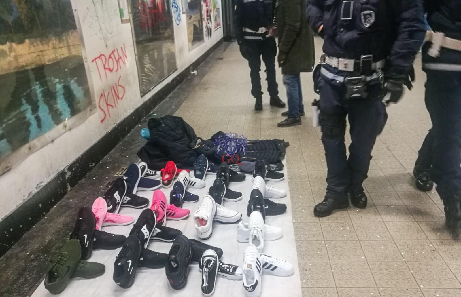 e0a7341abd5a5e Il blitz della polizia locale del reparto Vivibilità nel sottopasso di  piazza Montano ha portato al sequestro di diverse paia di scarpe e di  alcuni giacconi ...