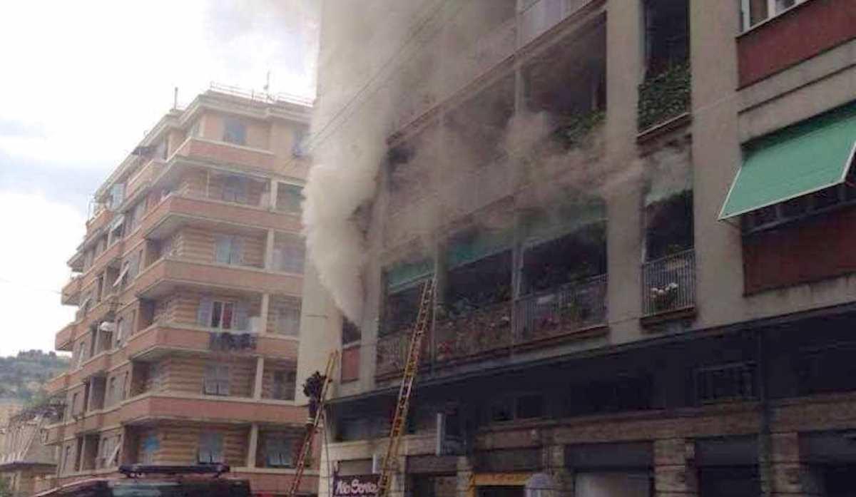 Tre incendi in contemporanea nelle vie Donaver, Marchini e S.Agnese. Muore 43enne