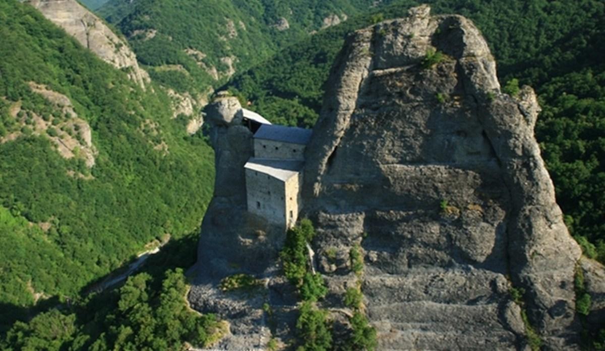 Al Castello della Pietra in pullman Atp