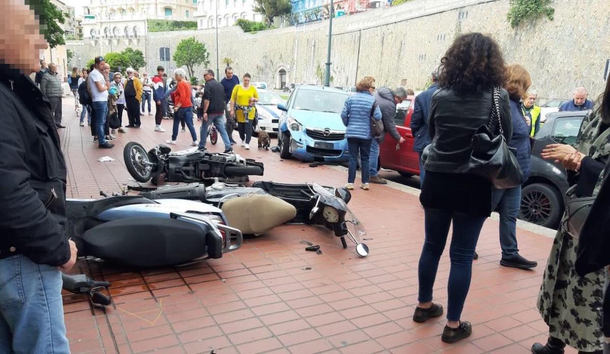 Filotto di auto e moto in corso Italia - Le FOTO
