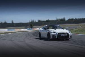 - GQW_Watch_Driving_22_MY20 GT-R NISMO Germany_18-source