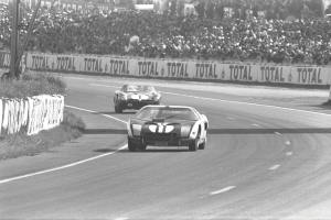 - Ford_GT40_1964_01141