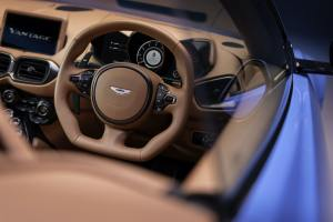 - Aston Martin Vantage Roadster_12_Dealer_Tour_genroq
