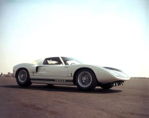 - 1964_Ford_GT40_prototype