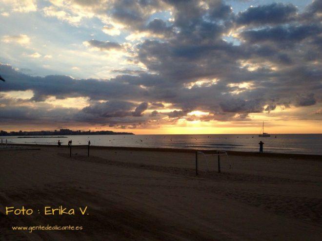 Amanecer-nublado-playa-postiguet-Alicante-Erika