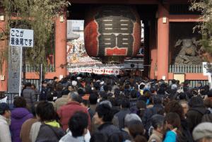 初詣東京おすすめ神社人気ランキング第2位の浅草寺の初詣の様子