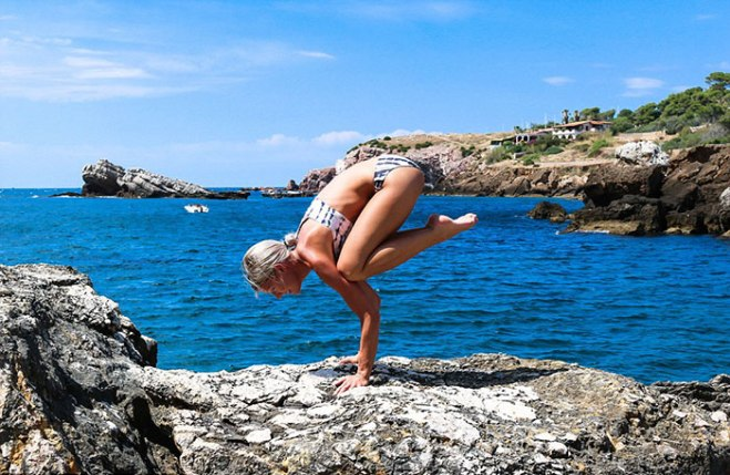 woman-pilot-yoga-maria-pettersson34a