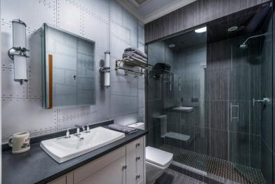 Kúpeľňa zariadená v industriálnom štýle