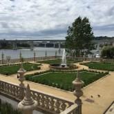 La fontaine et les ponts, vus de la Pousada