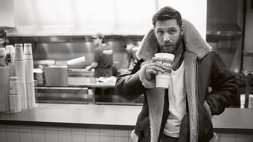 Tom Hardy wearing a shearing jacket with a casual outfit.