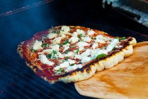 how-to-grill-pizza-d