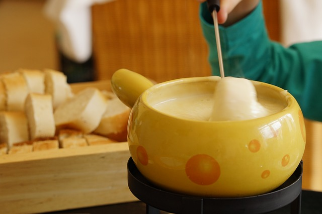 5 Parties to Host as a Twenty-Something: Fondue Frolic