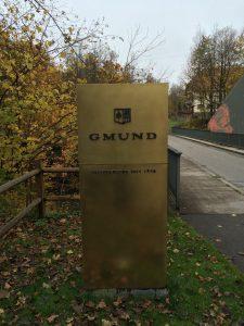 Schild vor dem Eingang in Gmund