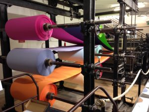 Papierbahnen an der Papiermaschine