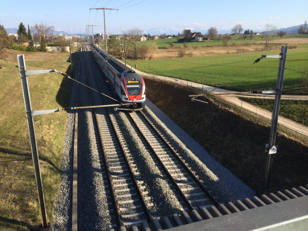 Offline geodata collection and editing with ArcGIS can facilitate railroad track maintenance