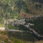 Bosco/Gurin liegt fast senkrecht unterhalb des Gipfels
