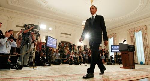 100617_obama_walks_ap_328.jpg