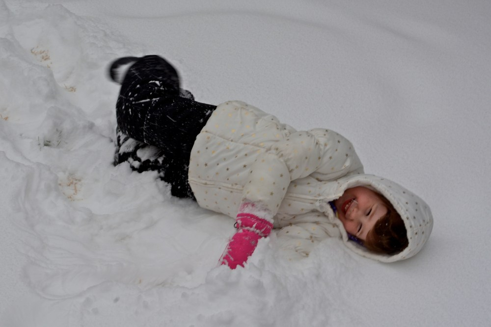 Soleil Playing in the Snow  1600