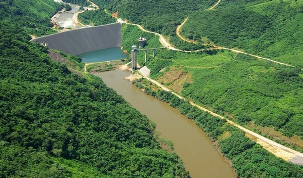 Bumbuna hydroelectric dam under construction