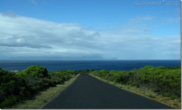 06a Road to Buffels Bay into False Bay Table Mt NP Cape Pennisula ZA (1024x618)