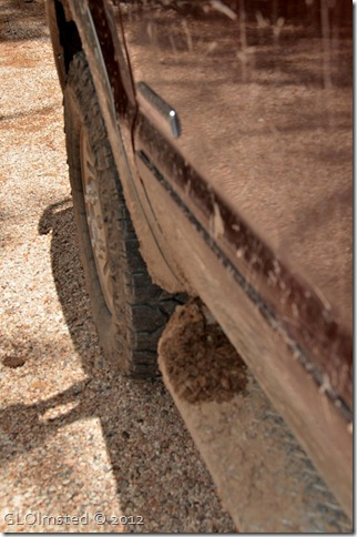 03 Running boards coated with mud (678x1024)