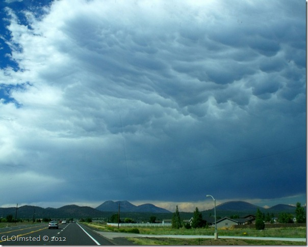 02 Mammary clouds over SF Mts from SR89 N Flagstaff AZ (1024x819)