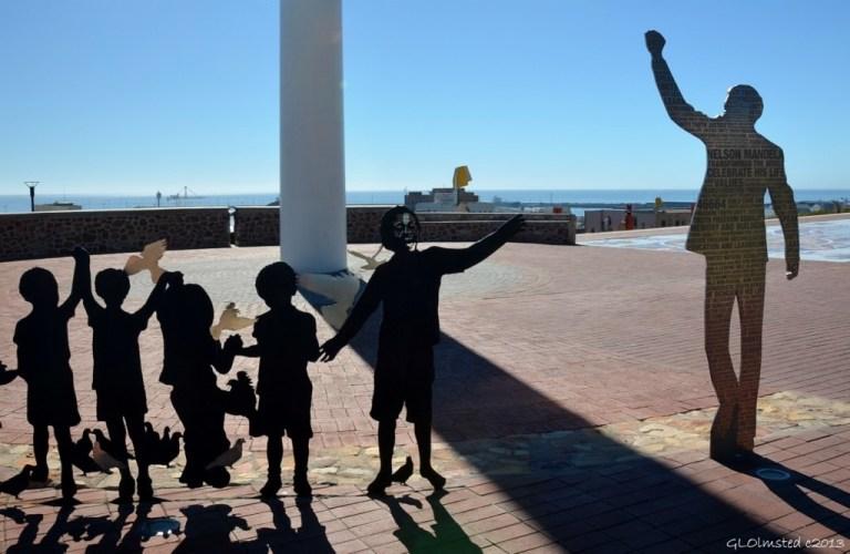 08 Nelson Mandella R67 Art The Voting Line Port Elizabeth SA fff68 (1024x667)