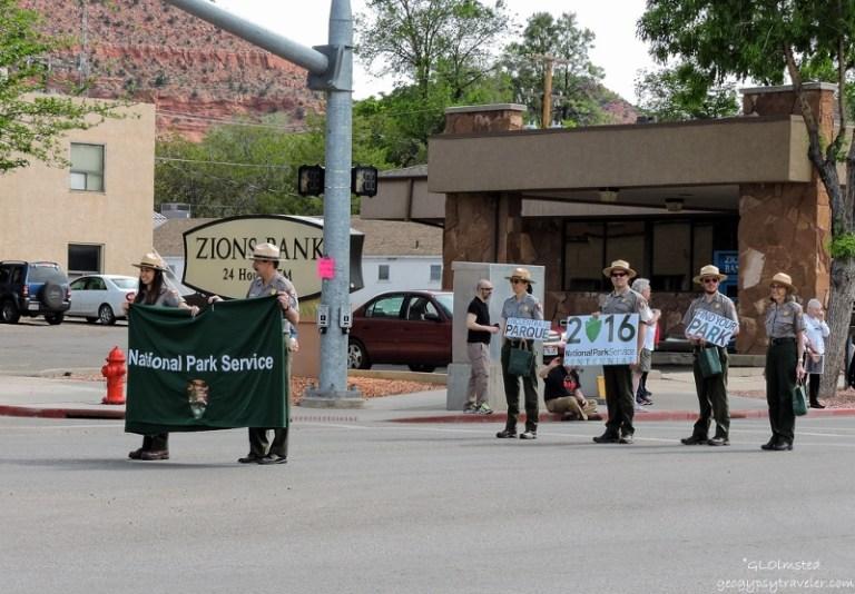 06s DSCN6493clerw NPS Earthfest parade Kanab UT g-3 (800x556)