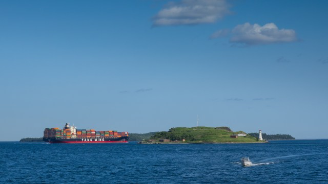 tang-ming-container-ship-halifax-harbour