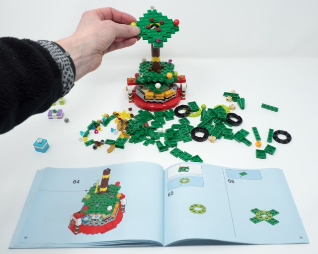 lego-40338-another-set-of-branches