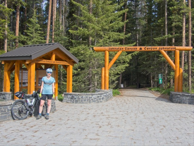 johnston-canyon-trailhead