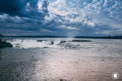 Premier aperçu de la garganta del diablo à Iguazu, Argentine
