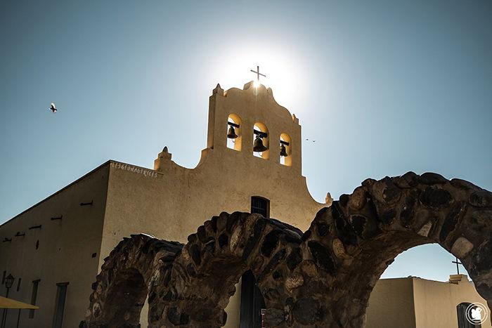 La belle église de Cachi sur la place principale