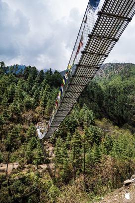 Trek des 3 cols - Pont suspendu dans l'Himalaya