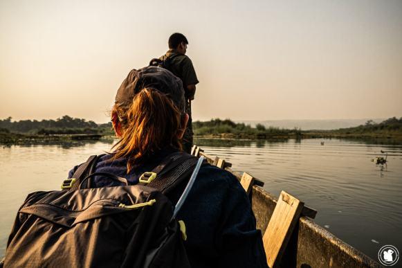 Sur la rivière Rapti au lever du soleil