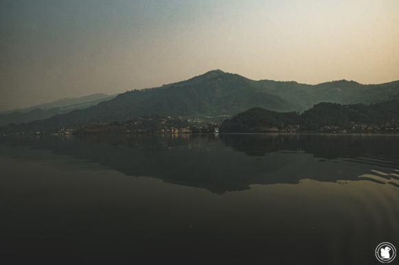 Reflet sur le lac Phewa