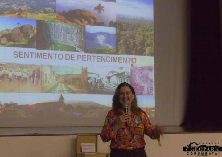 Apresentação da Profa. Dra. Luciana Cordeiro da Unicamp Limeira