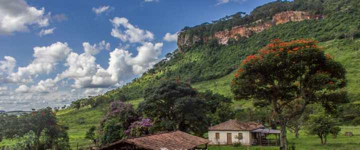 Expedição desbrava geossítios na Serra de Itaqueri