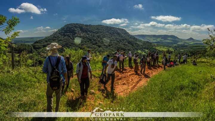 Paisagem da trilha percorrida durante a aula de campo. Foto: Kolya AA 2019.