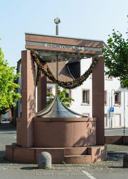 Der Rheintorbrunnen am Postplatz - Bild Nr. 201407313322